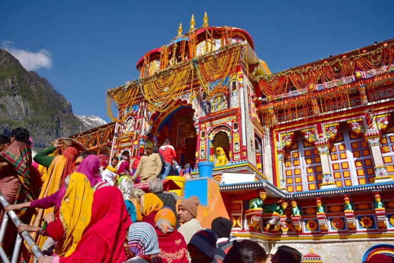 badrinath-pilgrims-going-in-prayagsamagam