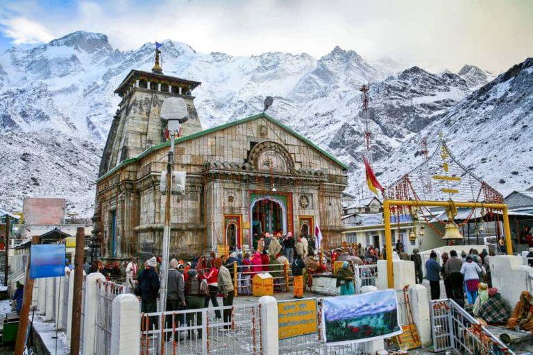 kedarnath-temple-pilgrims-prayagsamagam