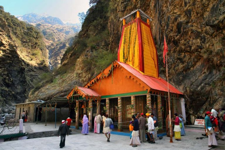 yamunotri-temple-front-prayagsamagam